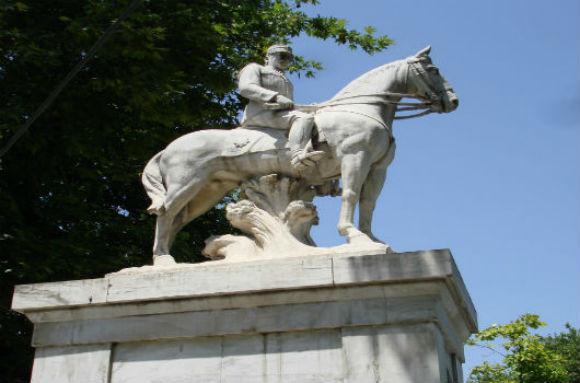 άγαλμα βασιλιά Κωνσταντίνου