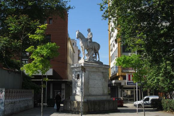 άγαλμα βασιλια κωνσταντίνου